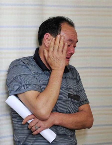 Bat chap tinh mang de sinh con, ba me khuyet tat lay di nuoc mat nghin nguoi - Anh 2