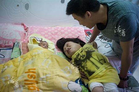 Bat chap tinh mang de sinh con, ba me khuyet tat lay di nuoc mat nghin nguoi - Anh 9