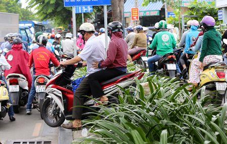 Nhieu duong ket cung vi giai toa ki ot quanh san bay Tan Son Nhat - Anh 10