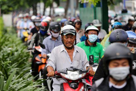 Nhieu duong ket cung vi giai toa ki ot quanh san bay Tan Son Nhat - Anh 9