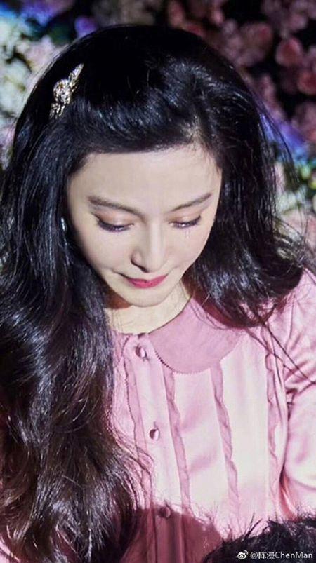 Lang giai tri Hoa ngu 'day song' khi Ly Than cau hon Pham Bang Bang - Anh 4