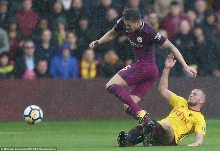 Man City len ngoi dau sau man 'huy diet' Watford - Anh 3