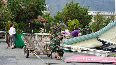 Huy dong hang nghin bo doi, cong an giup dan khac phuc hau qua bao so 10 - Anh 4