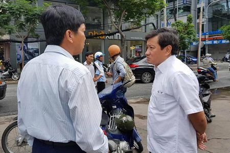 Ngay nghi, ong Doan Ngoc Hai van ra quan dep via he - Anh 1