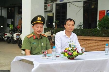 Ha Noi: CSGT Cong an huyen Dan Phuong ra quan tuyen truyen phap luat - Anh 5