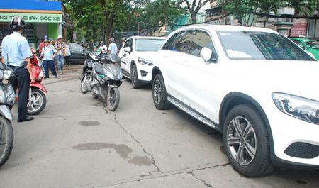 Cho khach rut tien 5 phut, tai xe taxi bi phat 700.000 dong - Anh 2