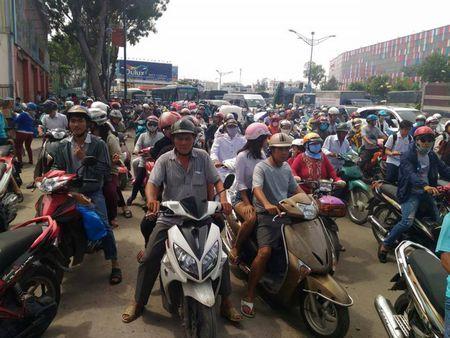Dang cuong che 50 kiot tren duong Truong Chinh - Anh 3