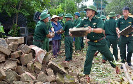 Su doan 324 va Bo doi Bien phong Nghe An co dong giup dan khac phuc hau qua bao so 10 - Anh 4