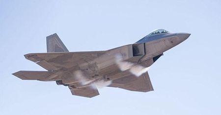 Sau 20 nam, F-22 van la 'vua bau troi' - Anh 1