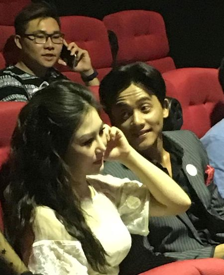 Huong Tram va nam chinh MV 'Em gai mua' quan quyt khong roi - Anh 5