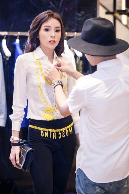 Hoa hau Ky Duyen chuan bi do hieu du Milan Fashion Week - Anh 1