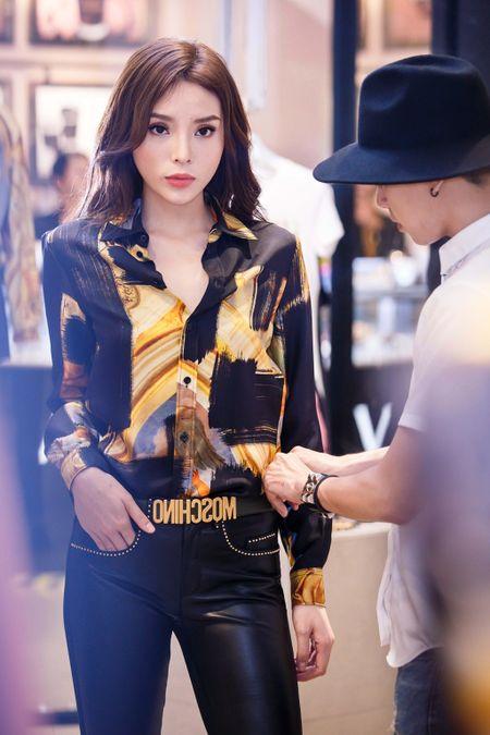 Hoa hau Ky Duyen chuan bi do hieu du Milan Fashion Week - Anh 4