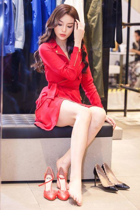 Hoa hau Ky Duyen chuan bi do hieu du Milan Fashion Week - Anh 6