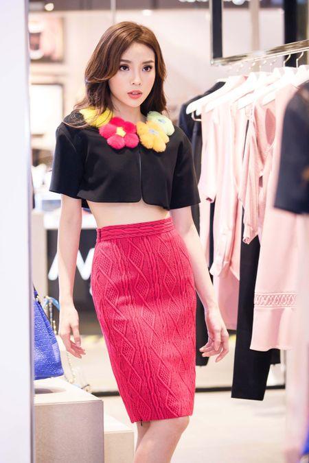 Hoa hau Ky Duyen chuan bi do hieu du Milan Fashion Week - Anh 7
