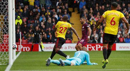 Liverpool gay that vong, Man City thang dam Watford 6-0 - Anh 10
