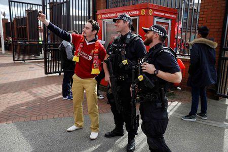 Liverpool gay that vong, Man City thang dam Watford 6-0 - Anh 17