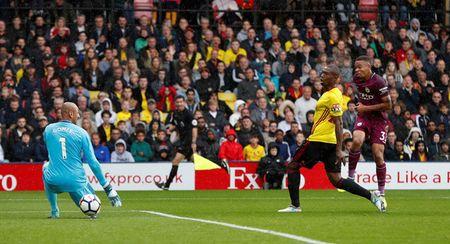 Liverpool gay that vong, Man City thang dam Watford 6-0 - Anh 8