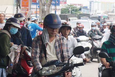 Cuong che 50 ki ot quanh san bay Tan Son Nhat, giao thong roi loan - Anh 11