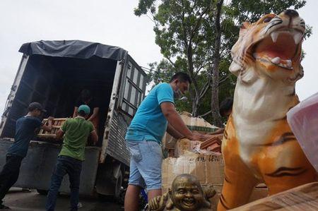 Cuong che 50 ki ot quanh san bay Tan Son Nhat, giao thong roi loan - Anh 3
