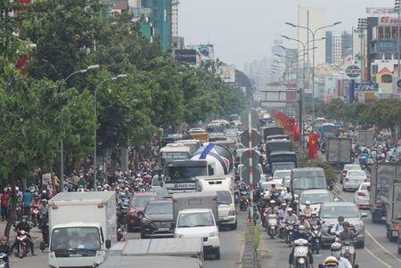 Cuong che 50 ki ot quanh san bay Tan Son Nhat, giao thong roi loan - Anh 7