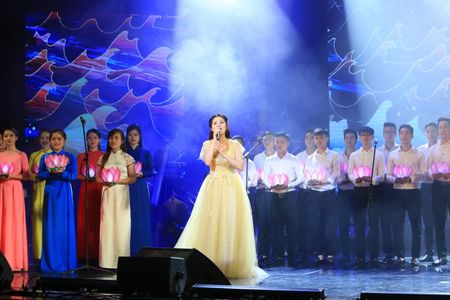 Sao Mai Thuy Dung dep man ma ngay 'tro lai' showbiz - Anh 6