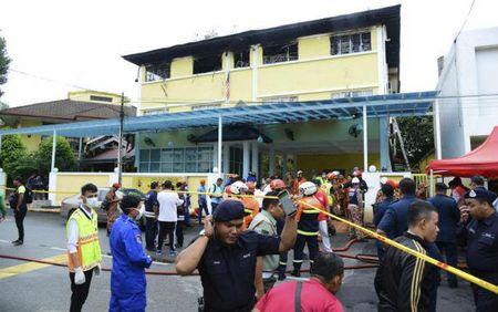 Malaysia bat giu 7 nghi can vu chay truong hoc lam 23 nguoi chet - Anh 1