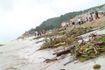 Biển Sầm Sơn ngập rác