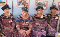 Phụ nữ Ba Na với nghề dệt thổ cẩm