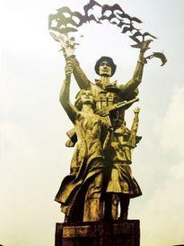Điêu khắc tượng đài: Nhiều và xấu quá?