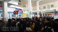 Hành khách dồn dập về quê ăn Tết Dương lịch, nhiều tuyến xe 'cháy vé'