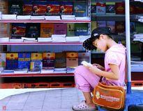 Hãy cho, nhận và đọc sách