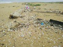 Xuất hiện dầu vón cục dọc 7 km bờ biển ở Quảng Nam