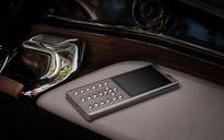 Điện thoại 'cục gạch' giá gần 10.000 USD