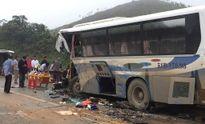 Thanh Hóa: Xe tải đấu đầu xe khách, 1 người chết, hàng chục người bị thương