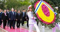 Tổng thống Israel vào Lăng viếng Chủ tịch Hồ Chí Minh