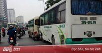 Xe đưa tang gây tai nạn liên hoàn trên phố Hà Nội