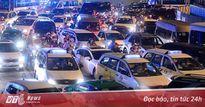 TP.HCM: Hàng nghìn phương tiện kẹt cứng suốt 5 giờ tại vòng xoay Nguyễn Thái Sơn