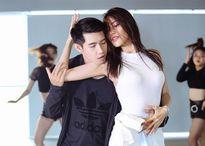 Lan Khuê nhảy sexy với Quang Đăng