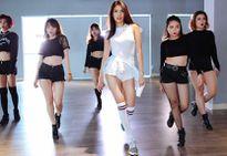 Quang Đăng dạy giám khảo Lan Khuê nhảy Kpop