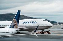 United Airlines tiếp tục phạm sai lầm sơ đẳng khiến hành khách bay lạc 5.000 km