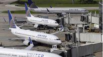 United Airlines đưa cốc cho hành khách đi vệ sinh tại chỗ