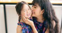 Con gái Lý Hải diện đầm đôi, tạo dáng đáng yêu bên mẹ Minh Hà