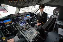 Hãng hàng không United Airlines bị lộ mã cửa buồng lái