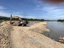Doanh nghiệp đắp đập nắn dòng sông Đăk Bla, khai thác cát sỏi trái phép