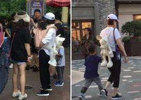 Vợ chồng Đặng Siêu, Tôn Lệ đưa hai con đi chơi công viên