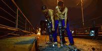 Trắng đêm trải thảm mới cho cầu Long Biên