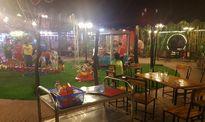 Sân chơi thành quán nhậu, trẻ em đi dạo trong vườn bia