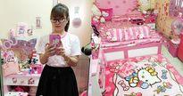 Căn phòng ngập tràn đồ dùng Kitty, đến ổ cắm điện, chân bàn cũng trang trí Hello Kitty