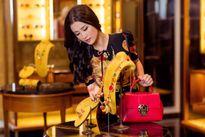Đông Nhi bất ngờ hóa quý cô thời trang sang chảnh đến khó tin