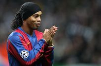 Ronaldinho bất ngờ gửi lời chúc đến sao trẻ Man Utd